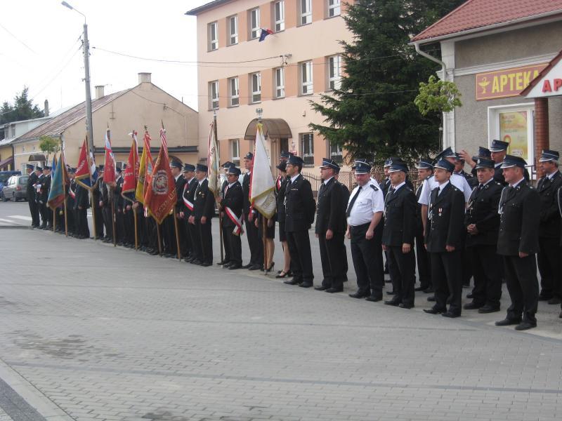 foto -Świętują strażacy z Automobilklubu Mieleckiego.