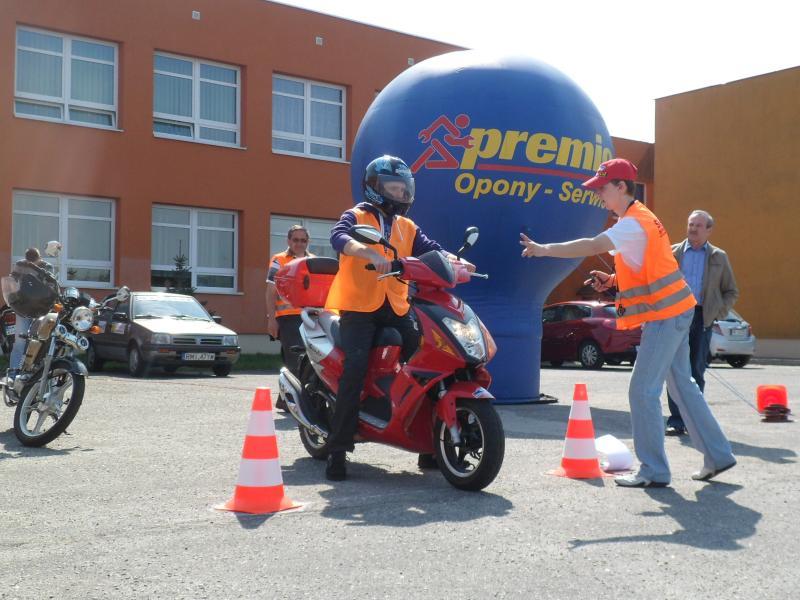 foto -Powiatowy Turniej Motoryzacyjny wygrała drużyna z ZST, pojadą koledzy z Radomyśla.