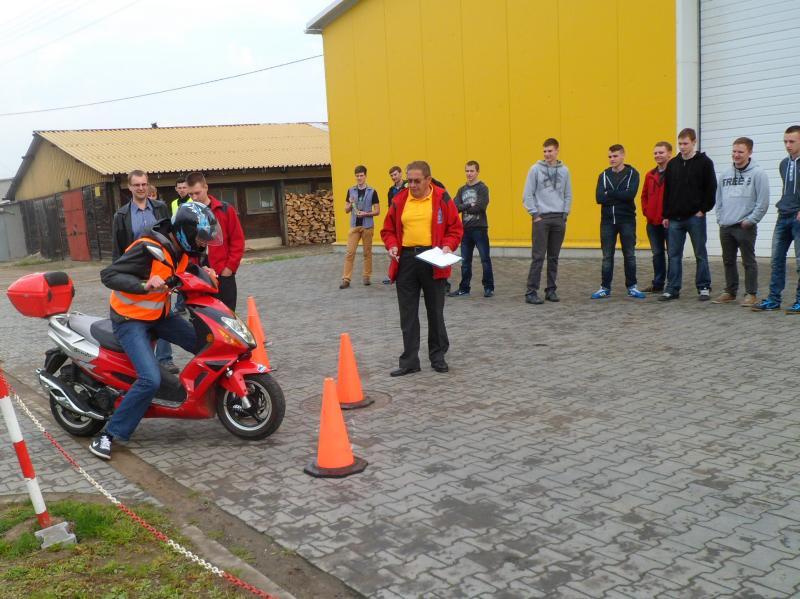 foto -Drużyna z Elektryka w Finale Wojewódzkim Turnieju Motoryzacyjnego.