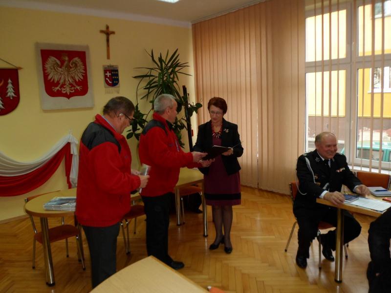 foto -Automobilklub Mielecki ze strażakami OSP.