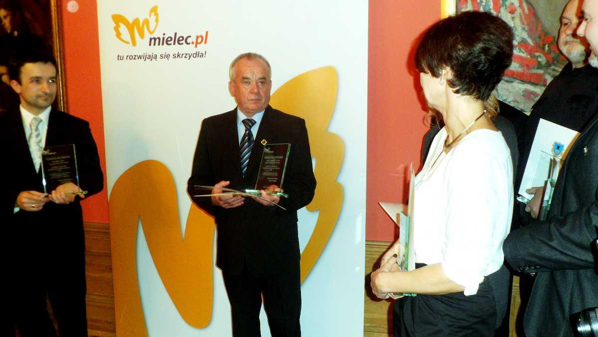foto -Prezydent Miasta Mielca wręczył nagrody i wyróżnienia.