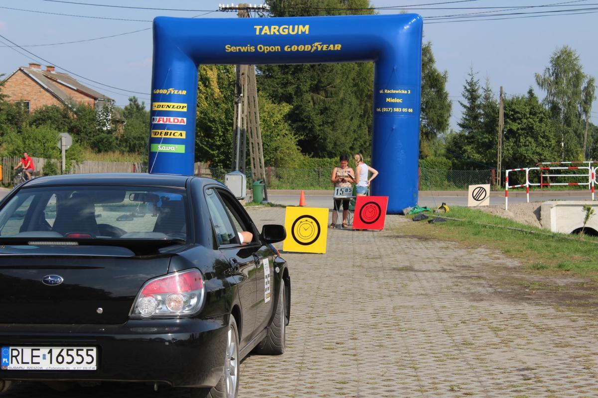 foto -Ostre słońce, wysoka temperatura powietrza i samego XVI Rajdu Mieleckiego – TARGUM.