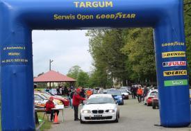 Fotografia do artykułu W deszczu, słońcu i znowu w deszczu walczyli kierowcy KJS-u Targum w Niwiskich.