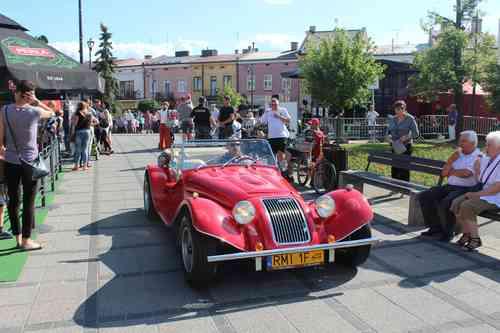 foto artykuł - Zabytkowe samochody, motorowery, rowery i koncert Stockingera. Mielecki piknik w stylu II RP.