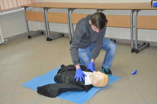 foto artykuł - Ferie w Zespole Szkół Technicznych – nauka resuscytacji krążeniowo-oddechowej