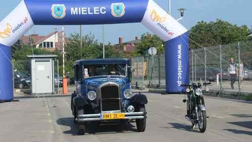 foto artykuł - VIII Zlot Pojazdów Zabytkowych na 100 – lecie odzyskania Niepodległości