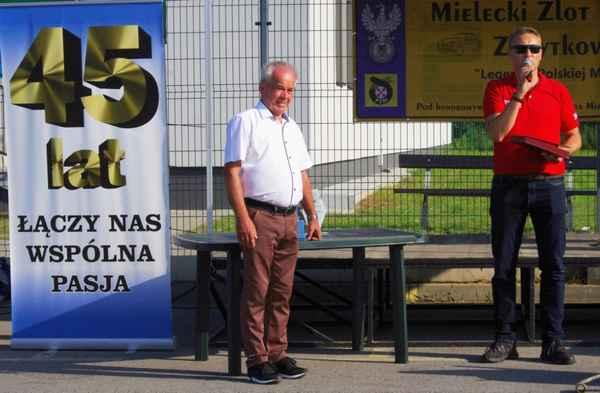 foto -Echa Mieleckiego Zlotu Pojazdów Zabytkowych LEGENDY POLSKIEJ MOTORYZACJI.