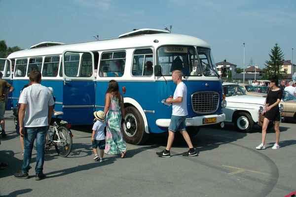 foto artykuł - Fotoreportaż Zlotu Pojazdów Zabytkowych w Mielcu
