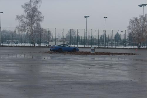 foto artykuł - Zima w Mielcu, pokazy kierowania samochodem dla młodych i mniej doświadczonych kierowców.